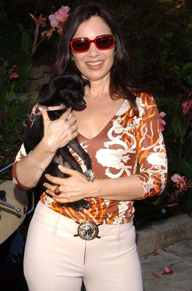 Die Nanny Fran Drescher mit ihrem Hund
