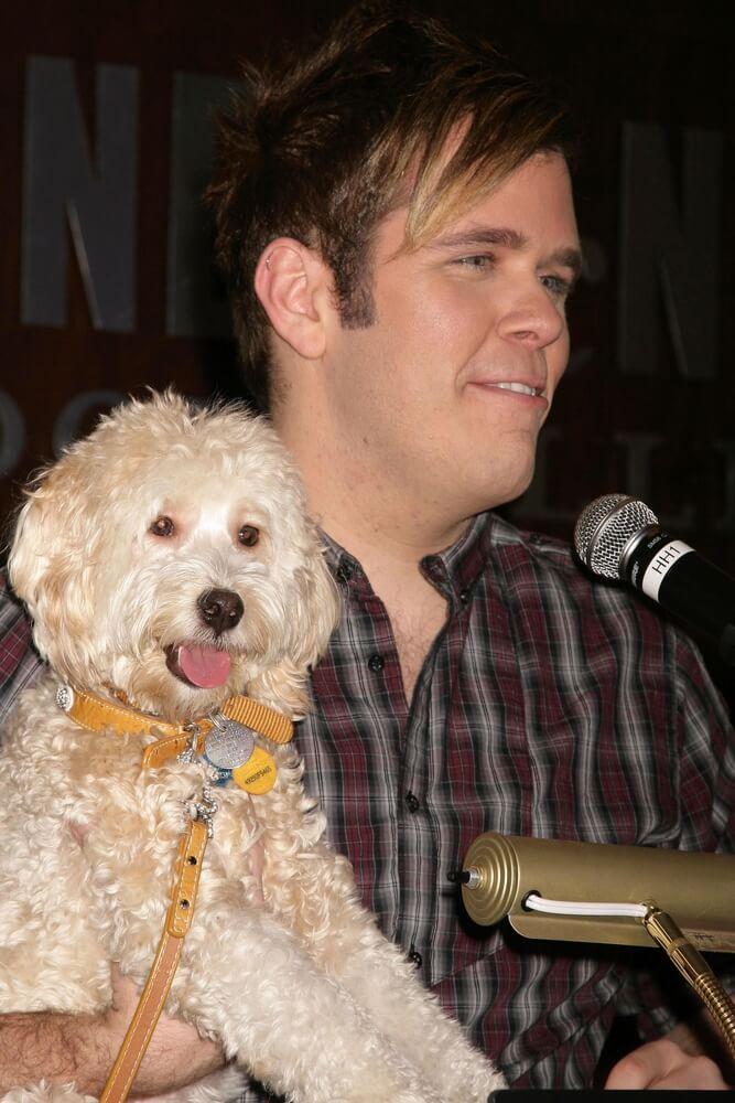 Perez Hilton und Hund Teddy bei einer Buchlesung