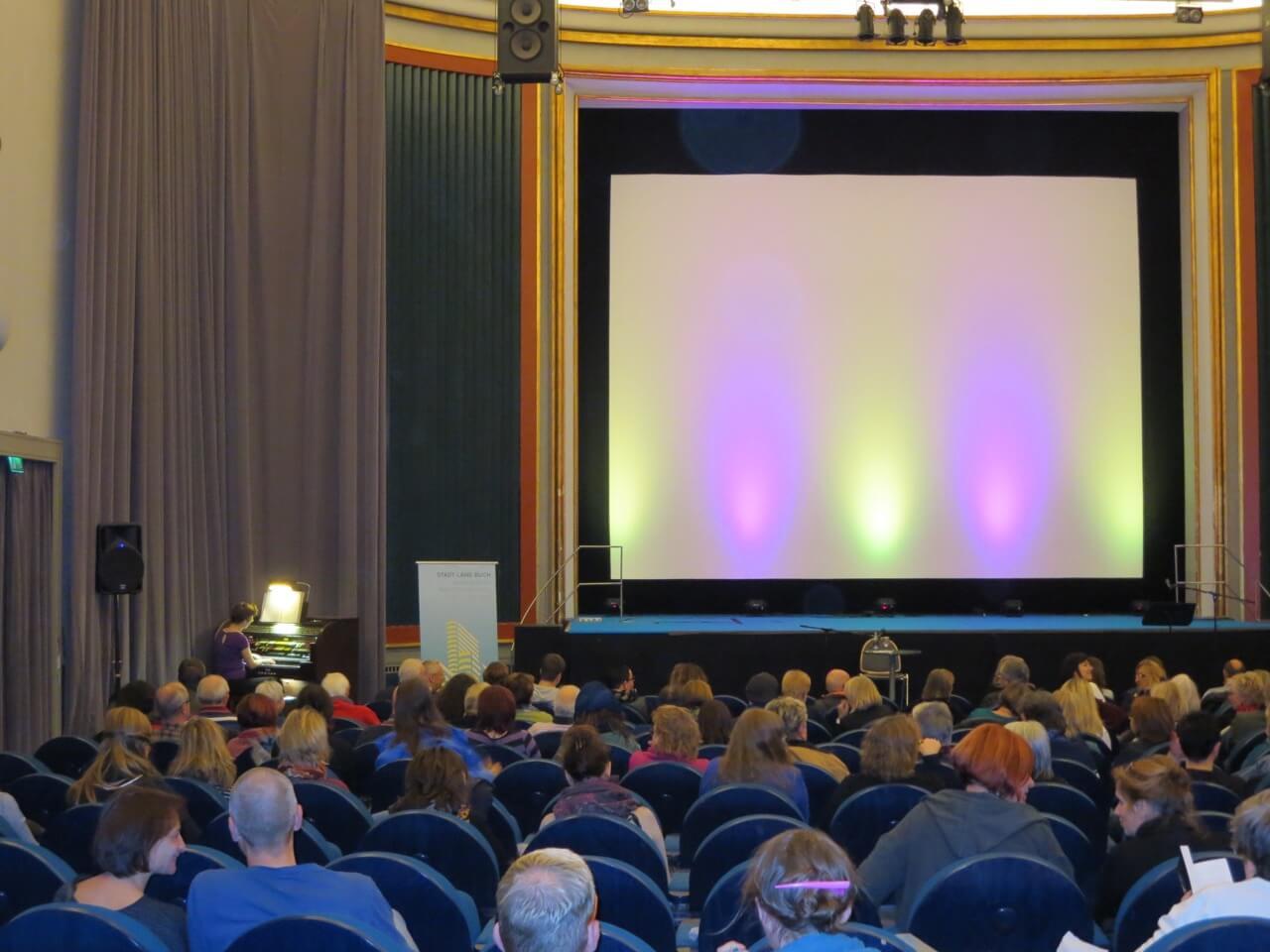 Katzenliterarischer Abend im Kino Babylon in Berlin