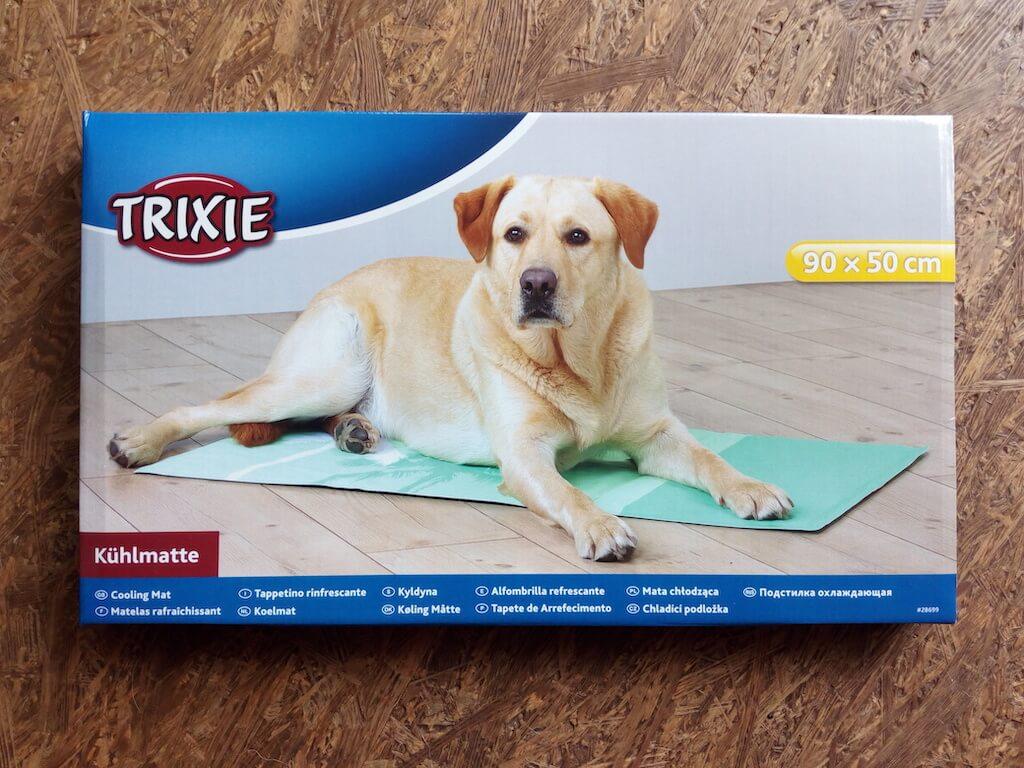 In einem Karton verpackte Kühlmatte von Trixie.