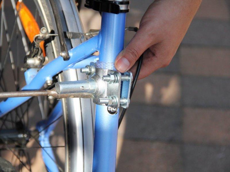 Montage Trixie Bike Set 2: Festziehen der Muttern