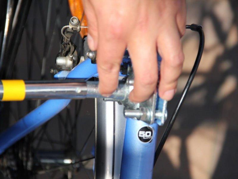 Montage Trixie Bike Set 11: so kann der Abstandhalter leicht wieder entfernt werden.