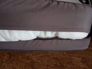 Nach nur einer Wäsche ist ein Reißverschluss des orthopädischen Hundesofas defekt.